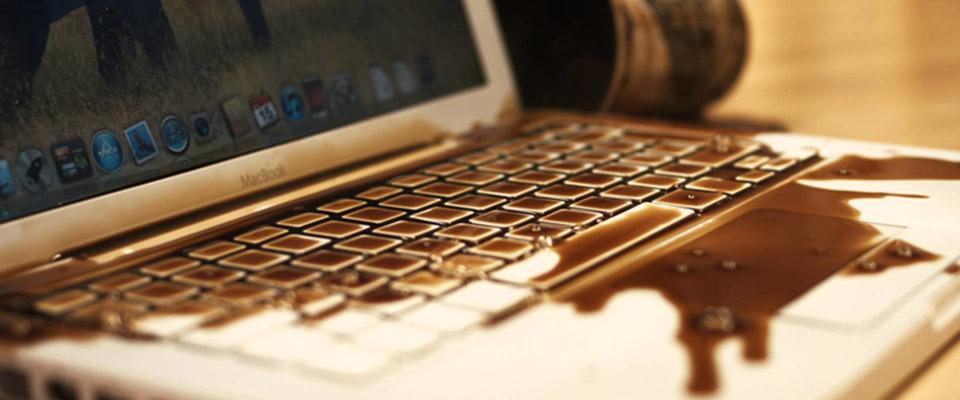 Что делать, если на клавиатуру ноутбука пролился сок?